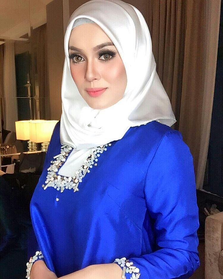 Jilbab Buka Baju