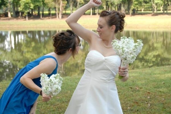 My Best Friend S Sweating Awkward Wedding Photos Bridesmaid Pictures Funny Wedding Pictures