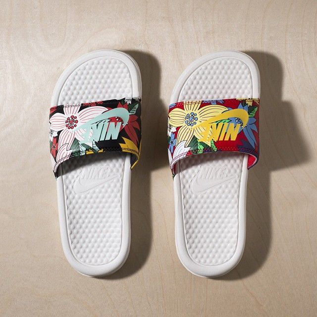 e5641cd3cbc0 Nike Benassi Slides  Floral  - Order Online at the Nike Store ...
