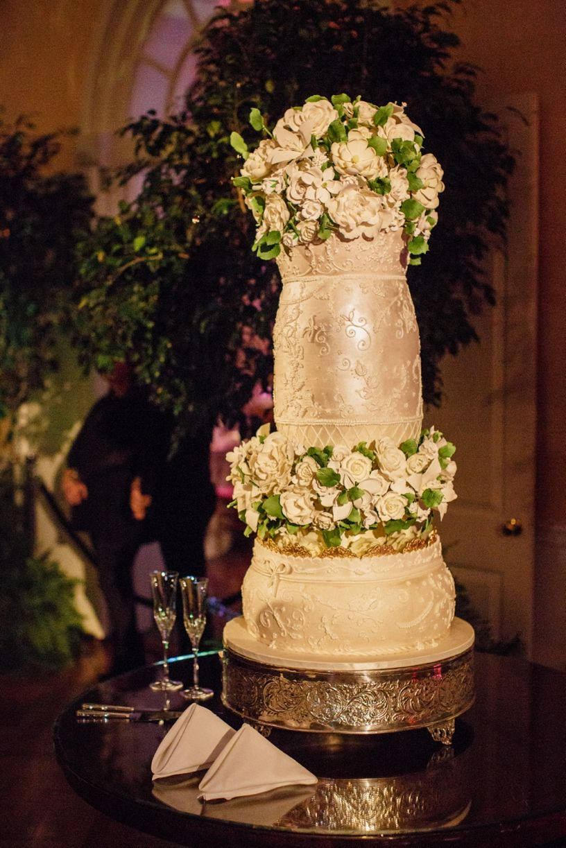 This over-the-top wedding cake is one for the books. | Weddings ...