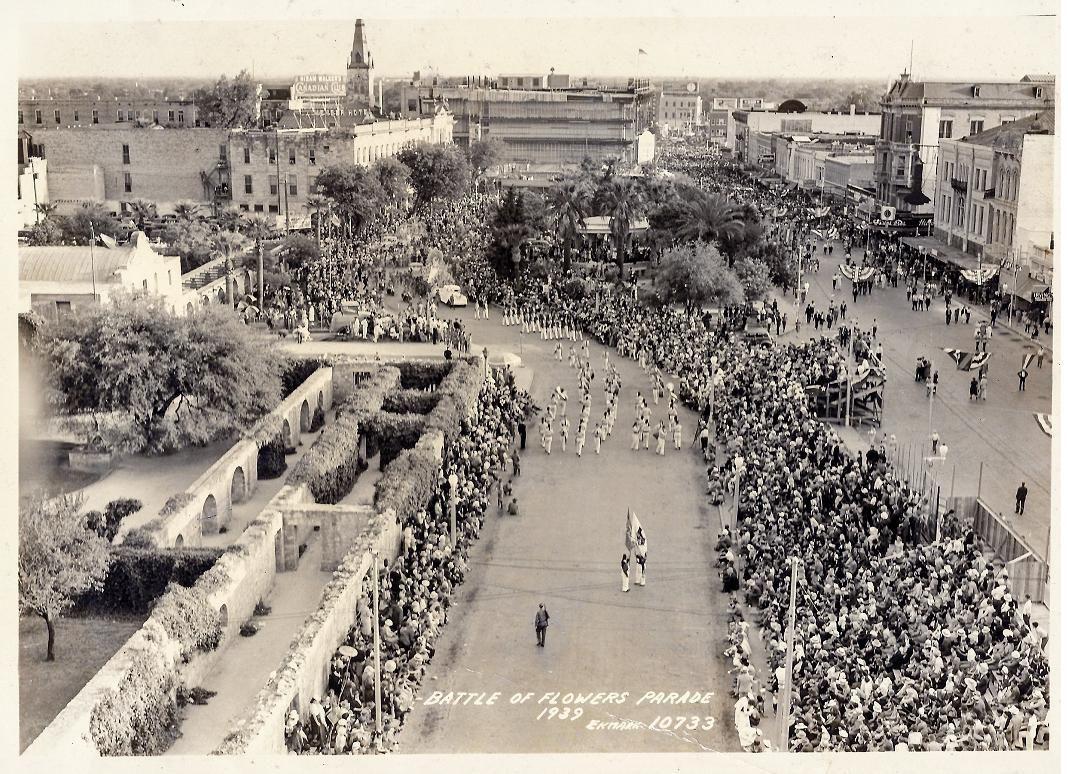 1939 Battle Of Flowers Parade Passing The Partially Restored Convento Long Barracks Of The Alamo Alamo Texas History San Antonio