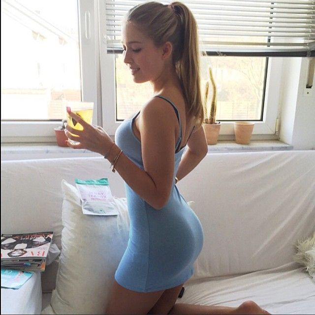 photos of women in skin tight skirts