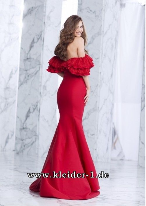 Rotes langes tragerloses kleid
