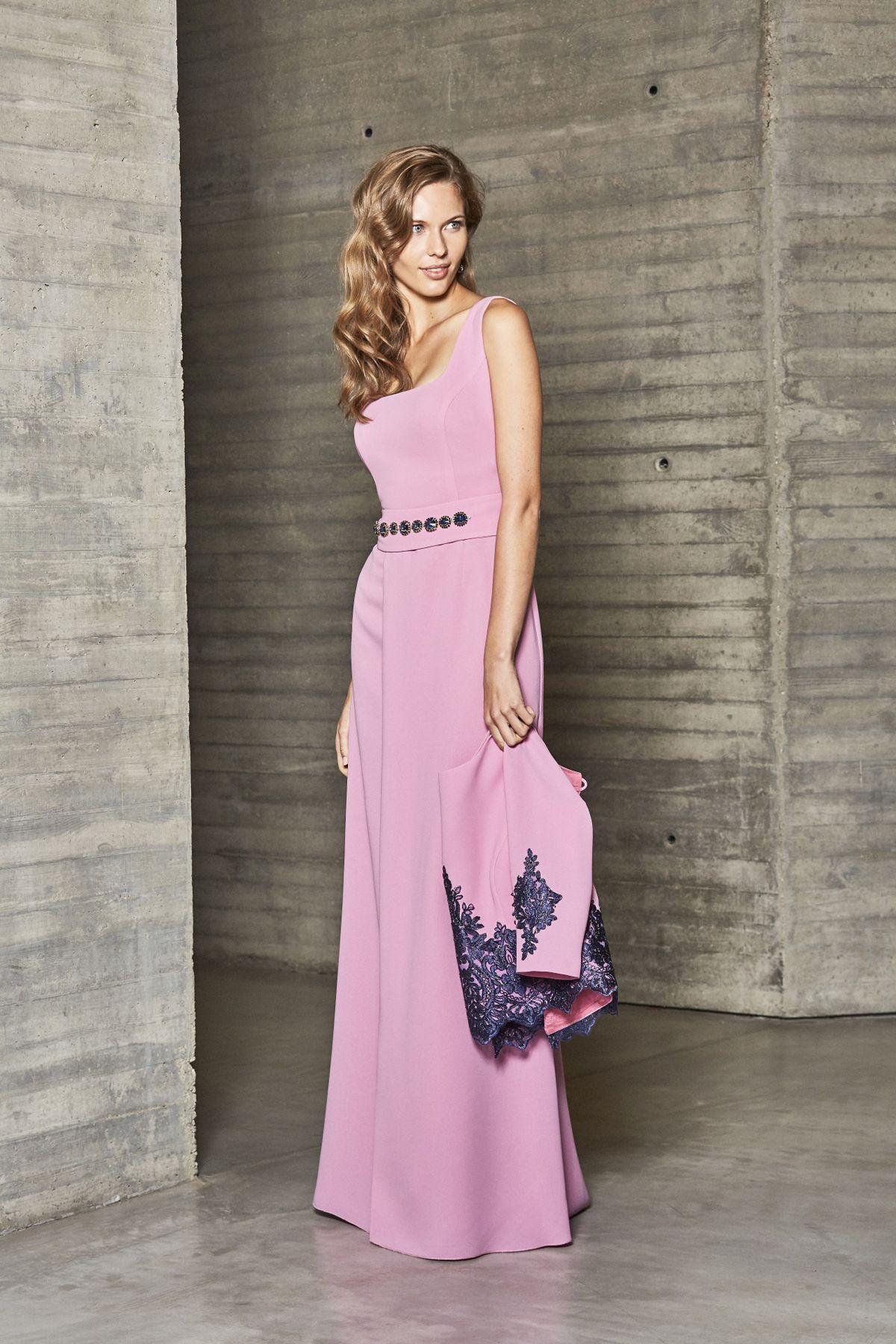 Uno de los vestidos madrina o madre de la novia, más sencillos y ...