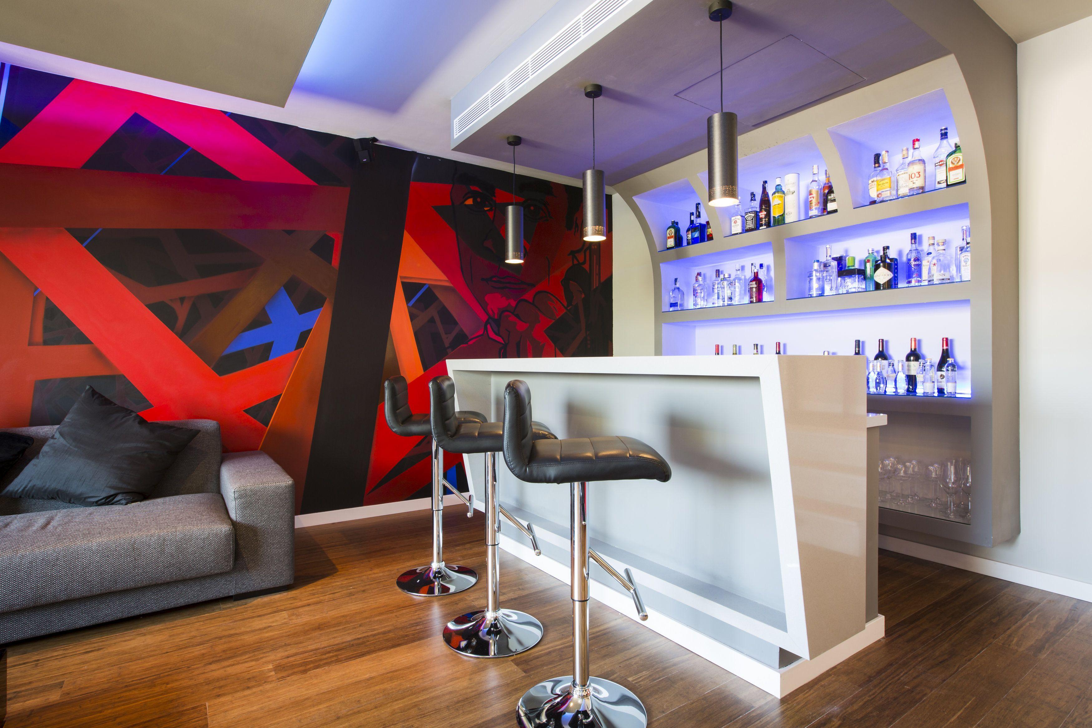 Barra bar botillero colores sala de cine bar home for Diseno de cantinas para el hogar