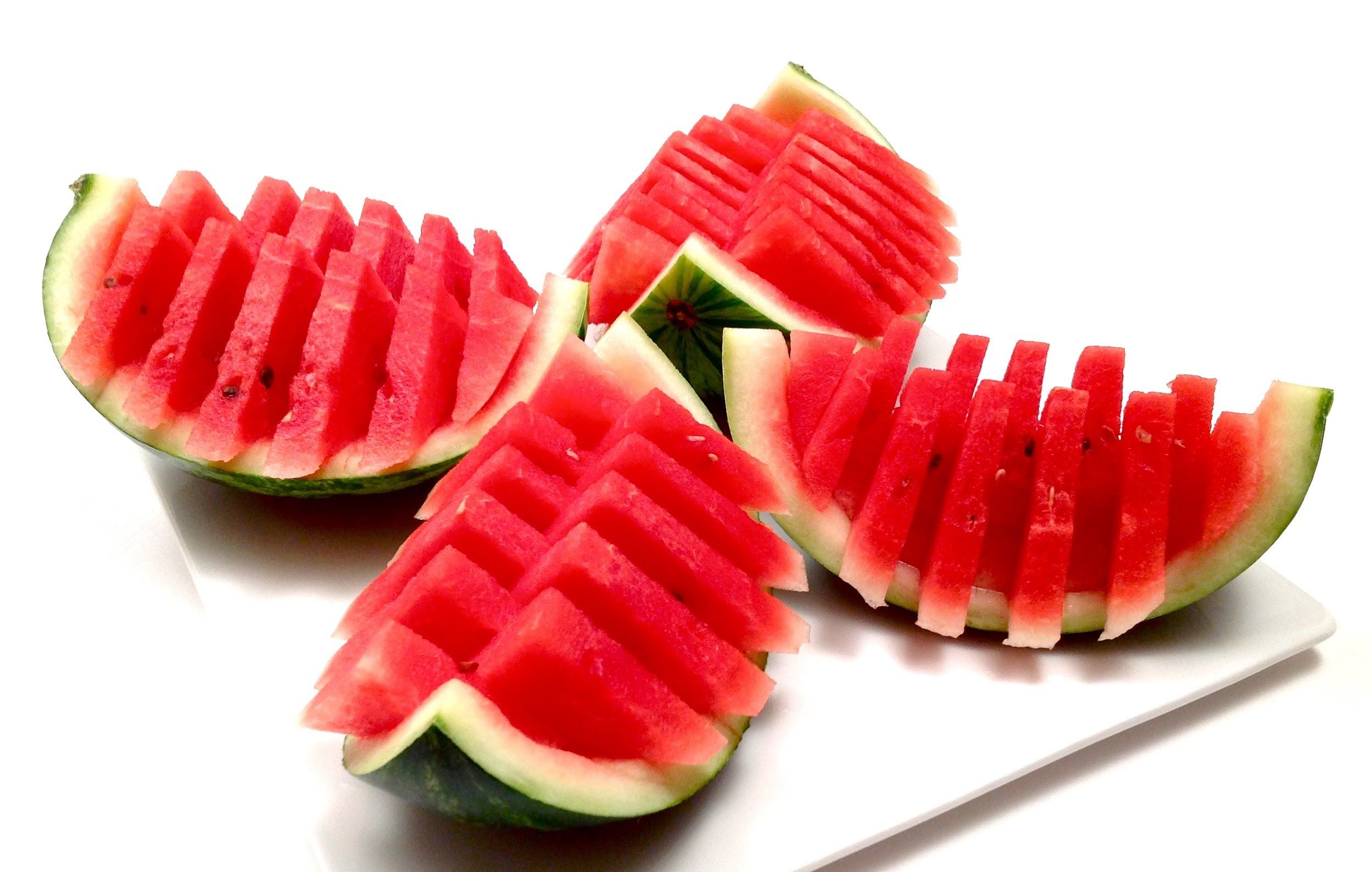 Comment Couper et Servir un Melon d'Eau Rapidement (HD)