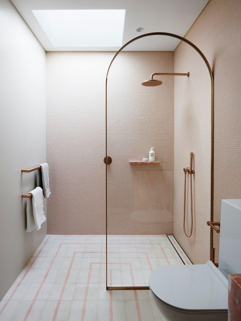 Instead Of Glass Shower Doors Try An Archway In A Small Bathroom Modernes Badezimmerdesign Badezimmer Innenausstattung Und Minimalistisches Badezimmer