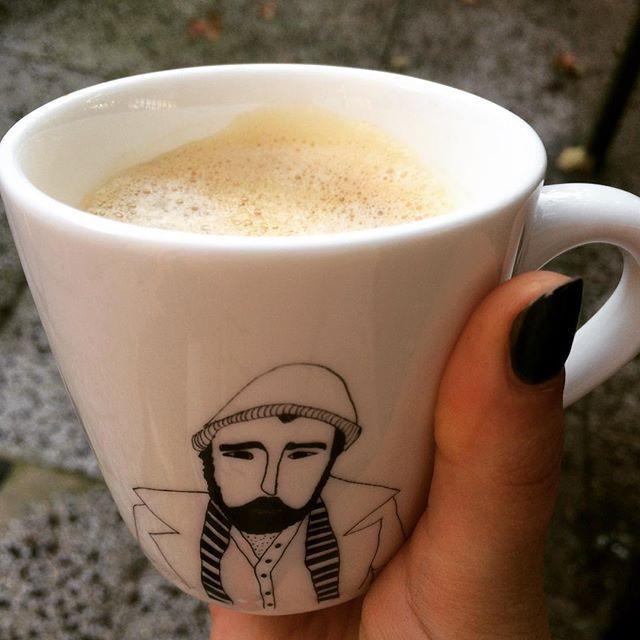 But first.. Coffee! Als je niet wakker wordt naast een knappe man, dan is het toch wel fijn als er eentje op je mok staat ;) Wil jij ook koffie drinken met een van onze knappe baardmannen? Kijk dan snel op www.cottonandscents.com! #cottonandscents #mok #koffiemok #coffee #koffie #goedemorgen #weekend #webshop #webwinkel