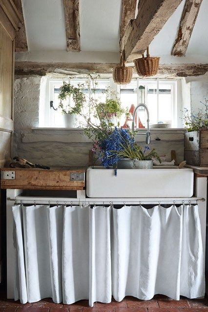 An Ancient Sussex Farmhouse Filled With Inherited Furniture And Flea Market Finds Kitchen Decor Inspiration Country Kitchen Country Kitchen Designs