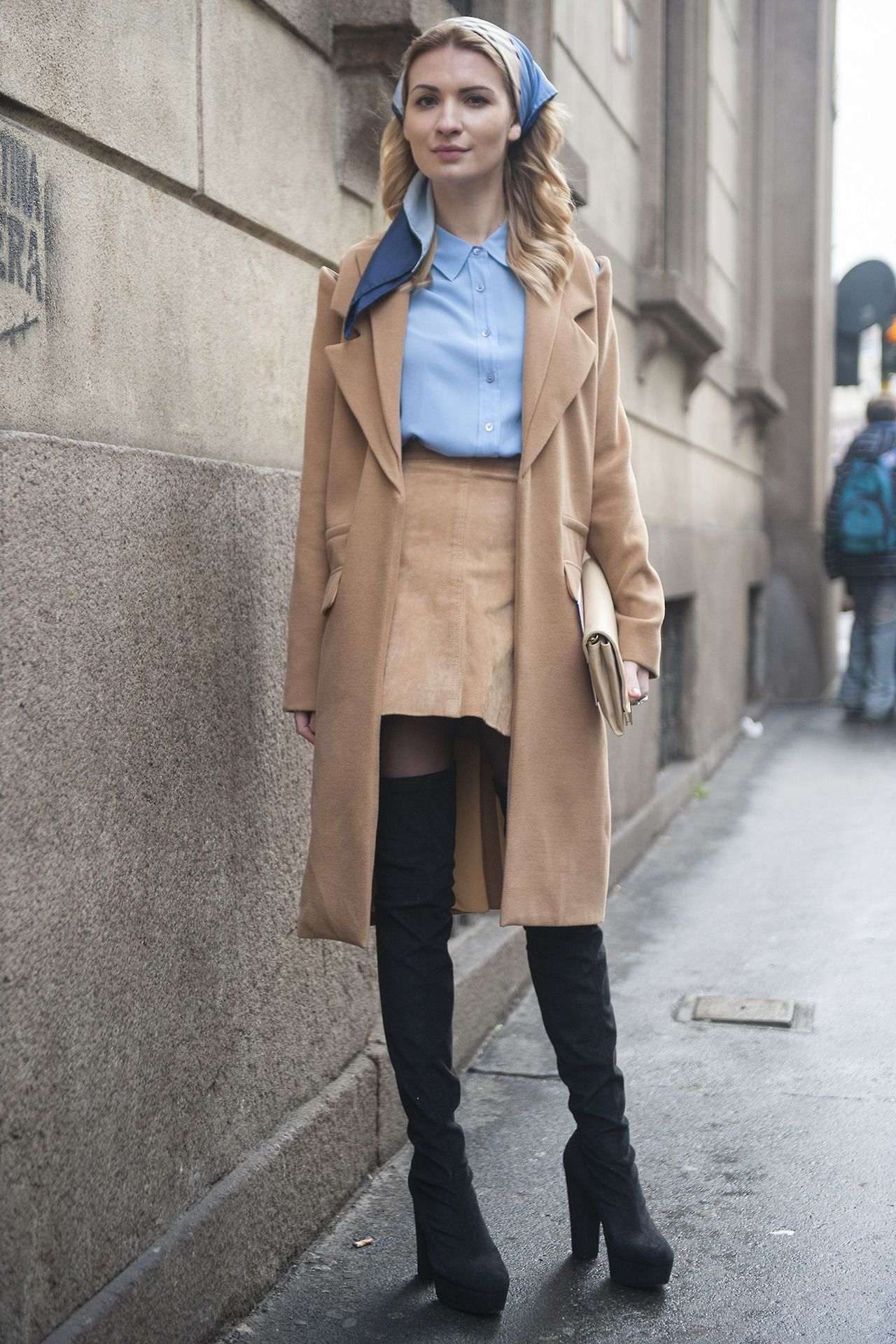We adore '70s chic and this look is the sleekest flashback. In love with this, her boots are beaut!!!