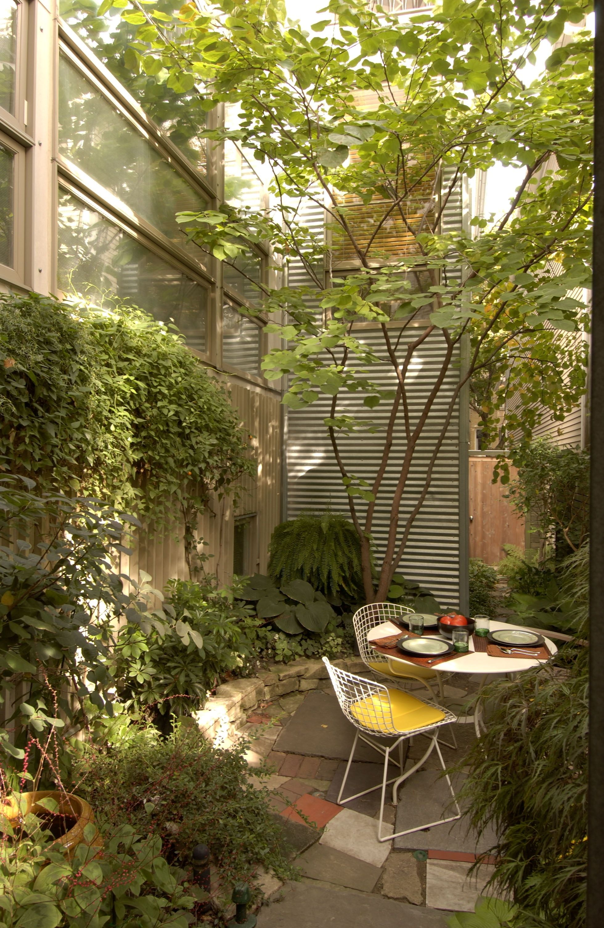 Contemporary City Garden with Patio by Burns + Beyerl Architects ...