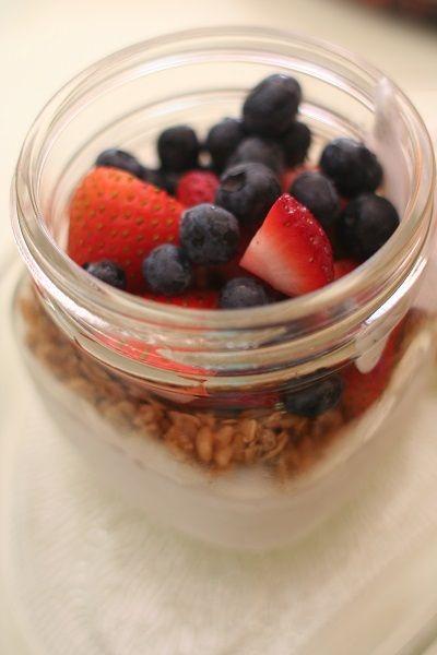 a yogurt parfait in a mason jar - super cute!