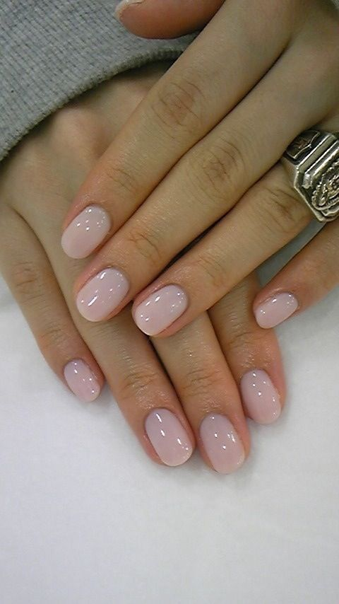 Light pearl pink gel manicure