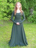 Gorgeous fitted kirtle, 6 panels with side-lacing and buttoned sleeve. | via Sew-mill