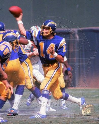 DAN FOUTS SAN DIEGO CHARGERS 8X10 SPORTS ACTION PHOTO G