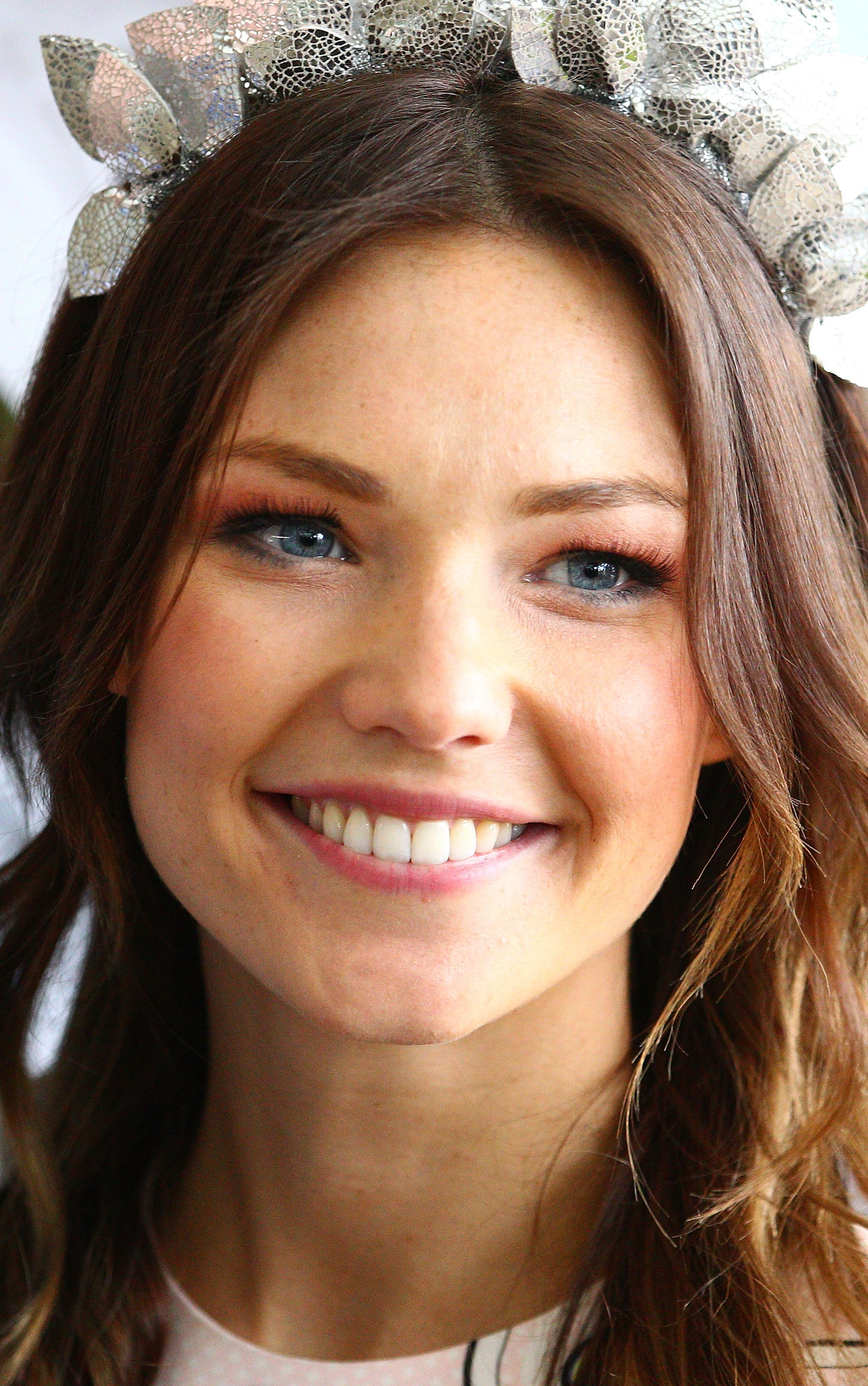 Sam Frost Sticks to Her Signature Beauty Look (With images