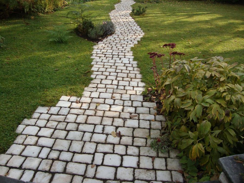 Allee De Jardin Nos Conseils Pour La Realiser Allee De Jardin Paves De Jardin Escalier De Jardin