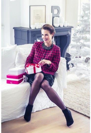 Dit jasje is een stylish Chanel-achtig model dat geschikt is voor allerlei gelegenheden.