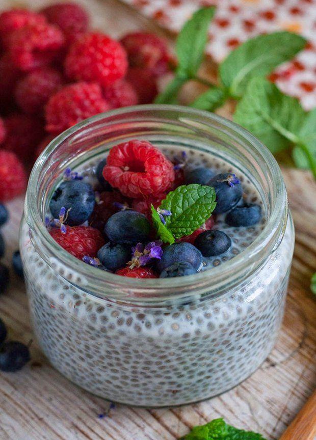 Jest odżywczy i dodaje energii. Zobacz nasz przepis na pyszny kokosowy pudding z nasionami chia. Idealny na śniadanie lub po treningu!