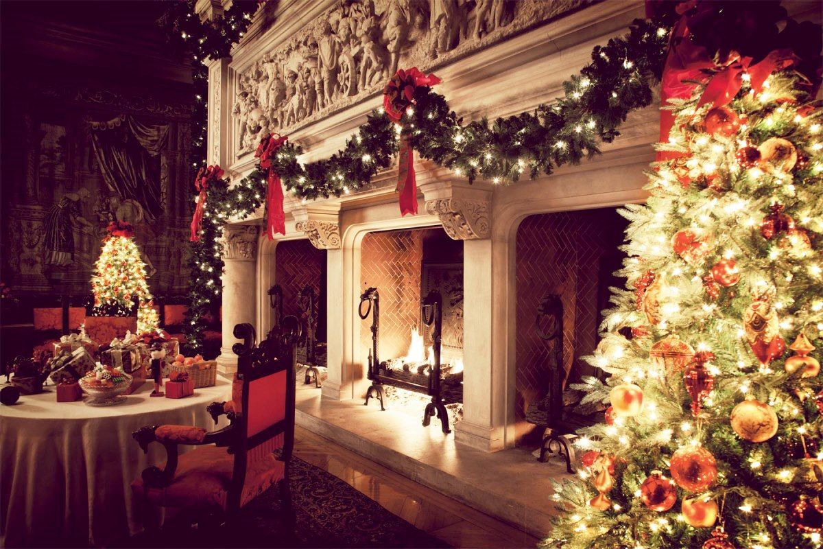 minimalist style luxury christmas decorations from staircase with