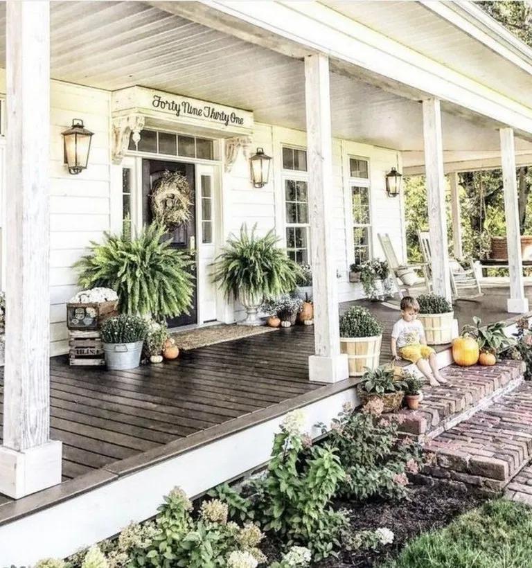 49 Amazing Old Farmhouse Exterior Design Ideas For 2020 34 Blogger Creative Farmhousedesign Housede House Front Porch Front Porch Design Traditional Porch