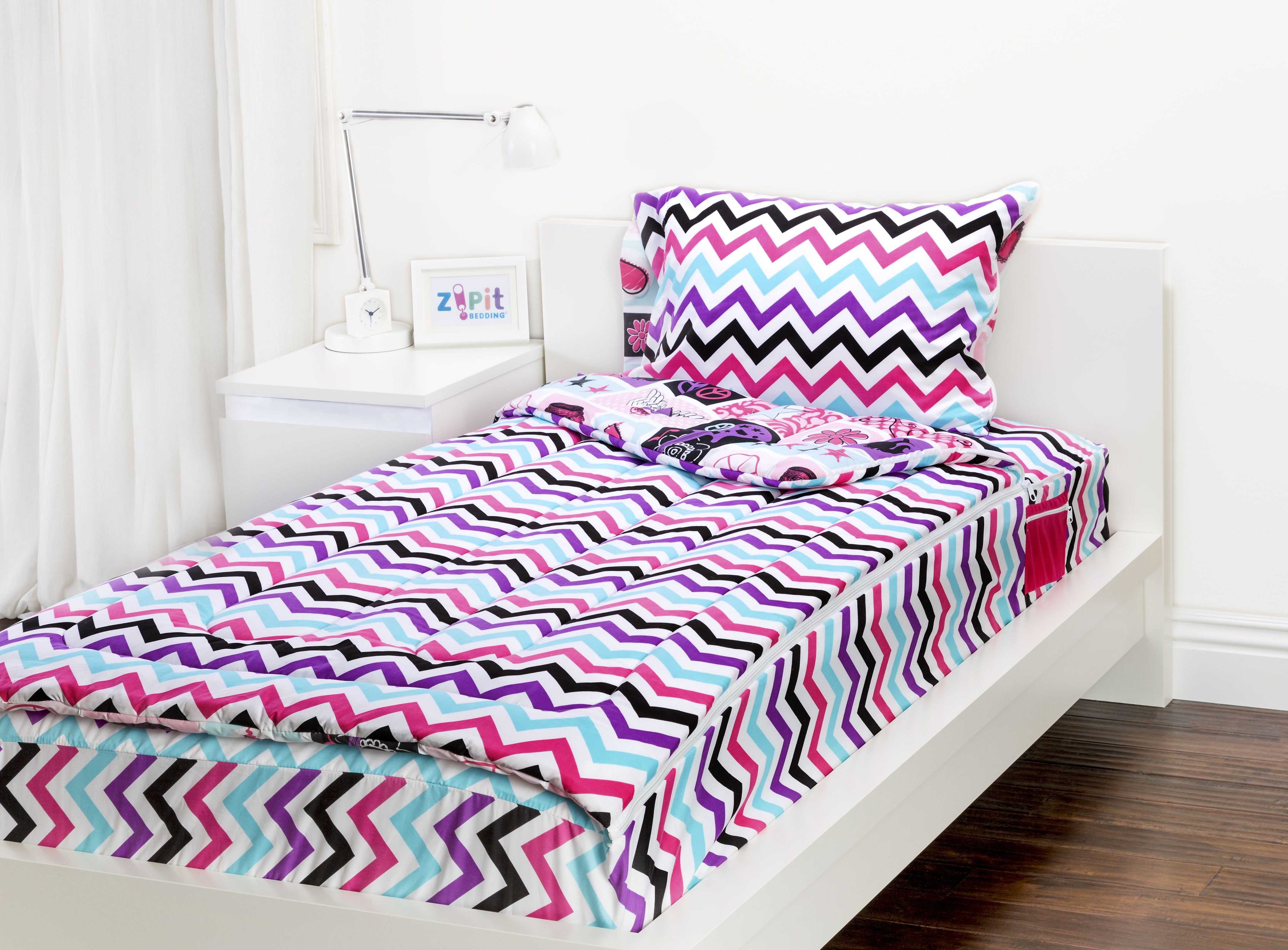 The Rocker Princess Zipit Bedding Set is reversible Zipit Bedding