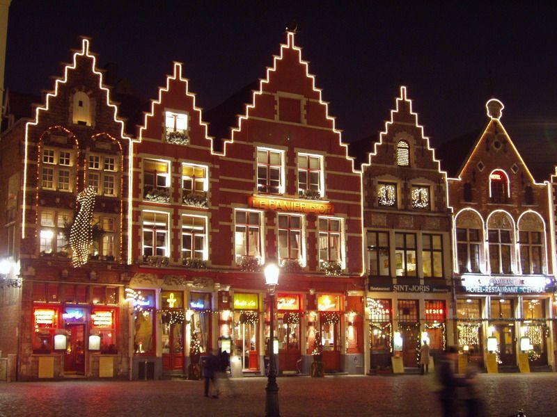 Guia De Brujas Bruselas Gante Y Amberes Brujas En Navidad Christmas In Germany City Lights House Styles