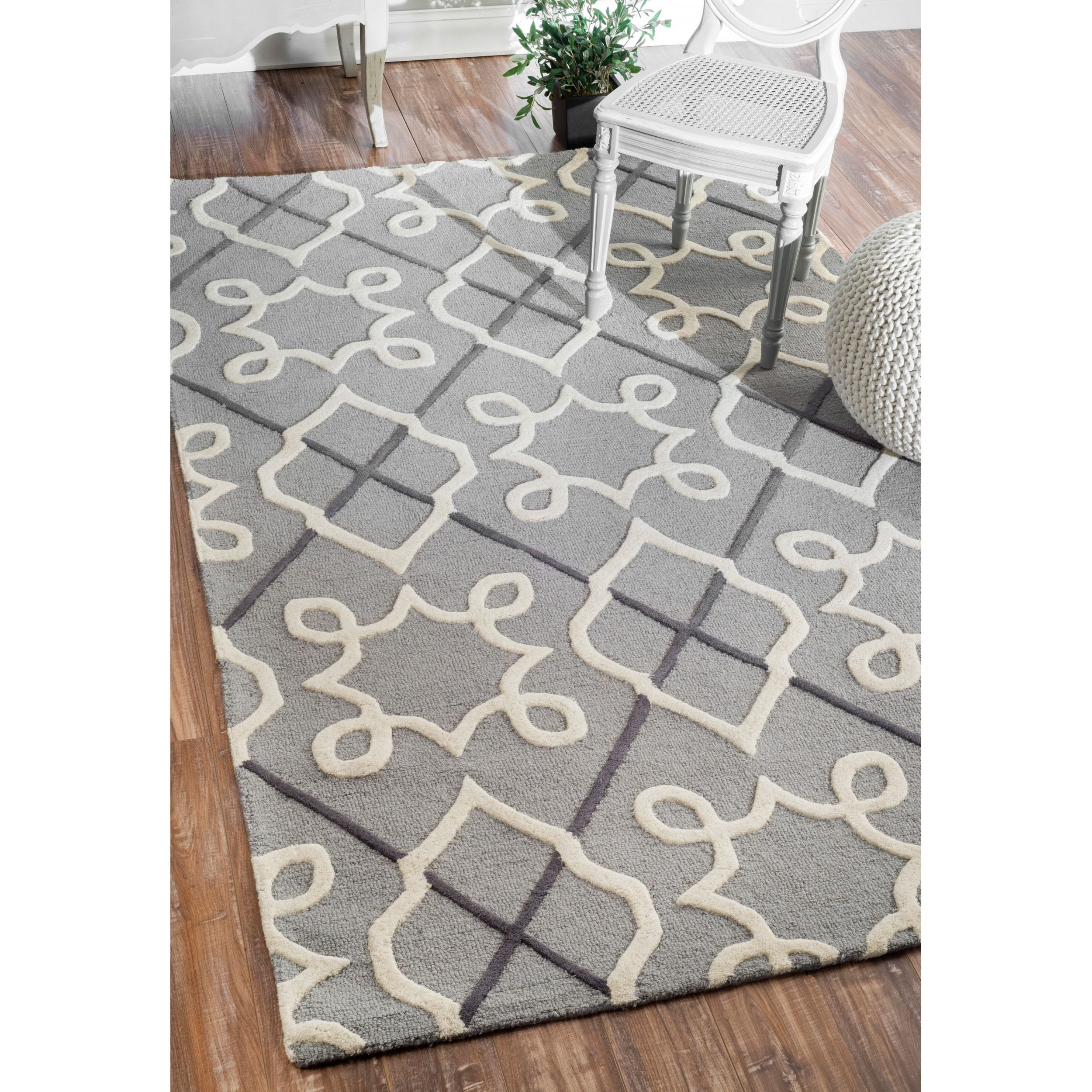 Hand Made Wool Area Rug Featuring An Elegant And Fresh