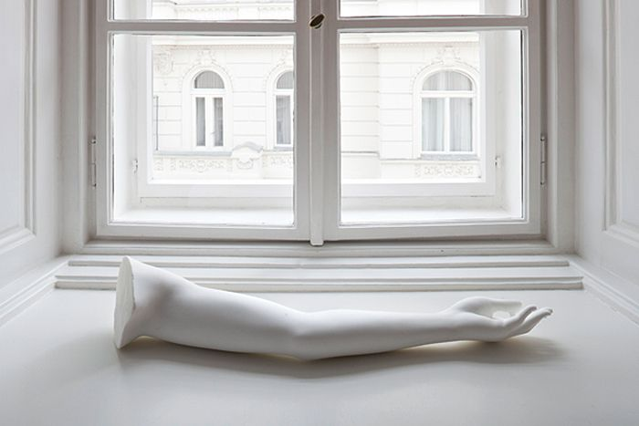 lusidar:  Daniel Knorr,Erben Schenken Übertragen (Die Arme der Venus von Milo), 2011