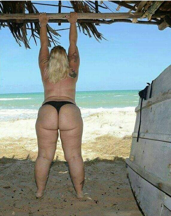 CORINNE: Nice chubby ass