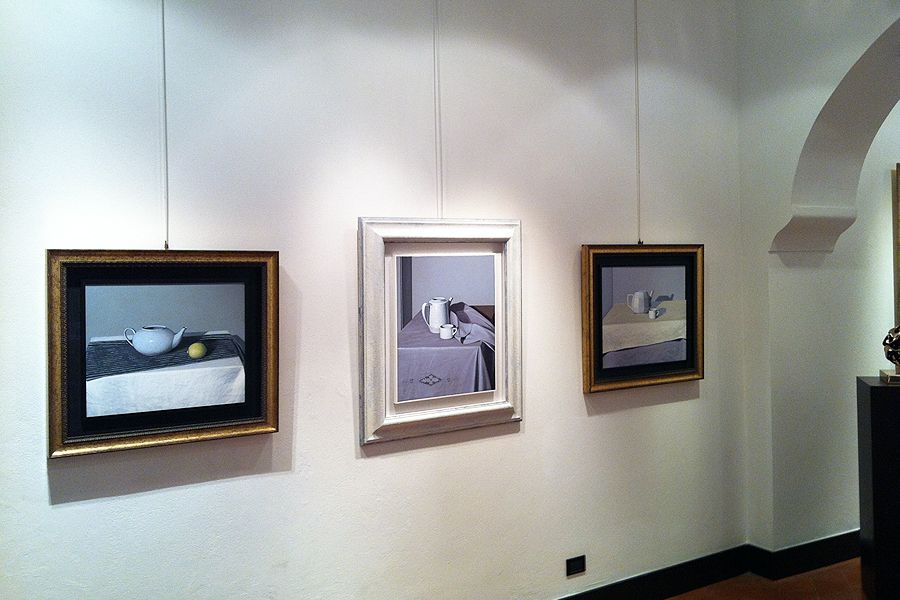 Gallery Picture Rail - Wall Mounted Systems - Museum hanging System ...