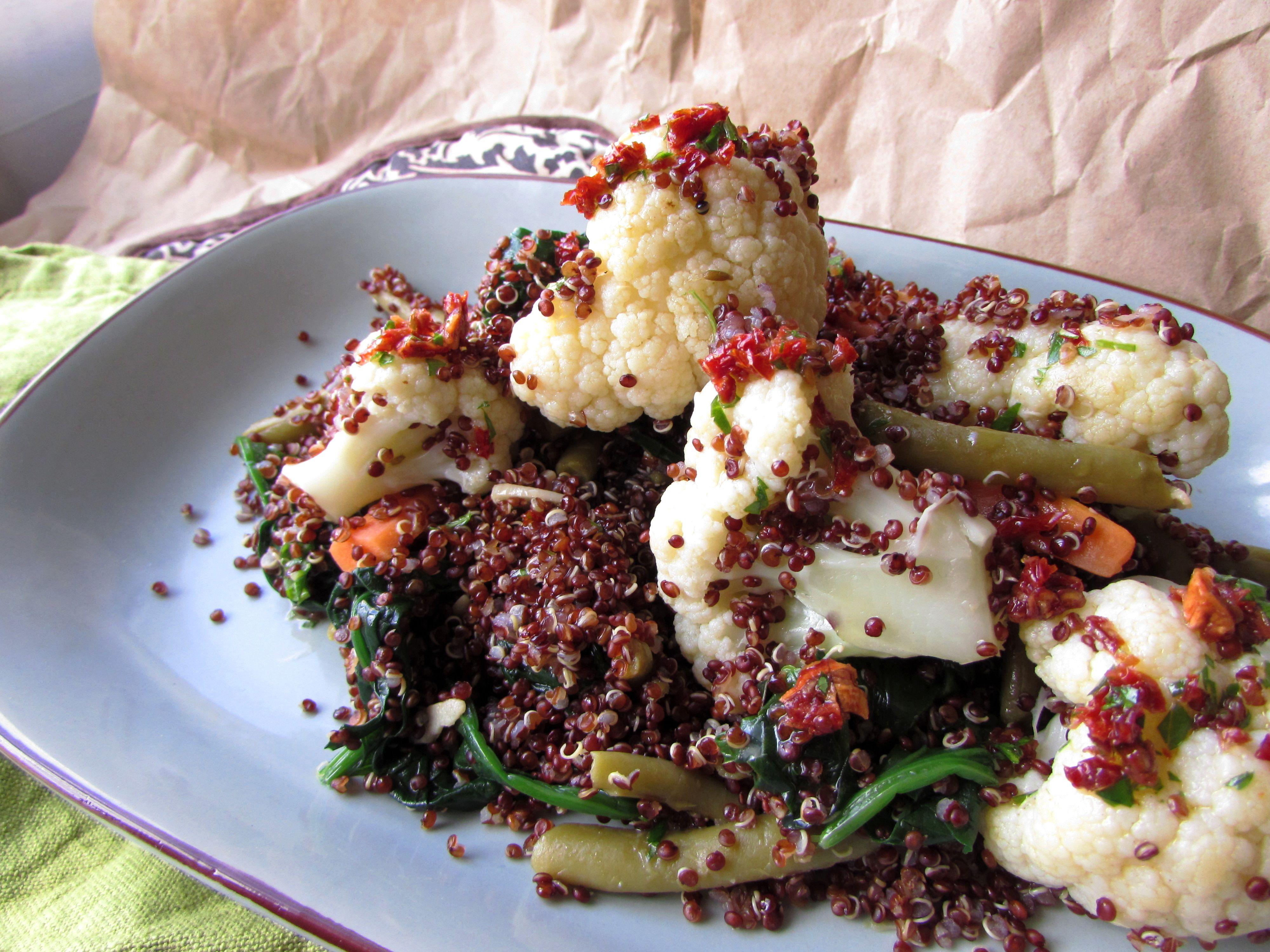 Quinoa roja salteada y bien aliñada: sana pero sabrosa