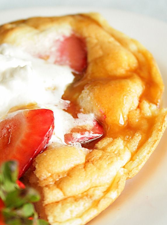 Strawberry pancake souffl with caramel syrup yum yall pancake souffle with caramel saucei wanna make this ccuart Choice Image
