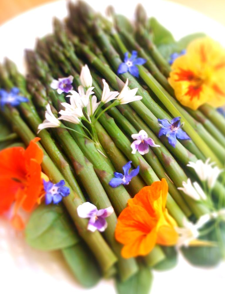 Asparagus With Edible Flowers Edible Flowers Edible Bouquets Flower Food