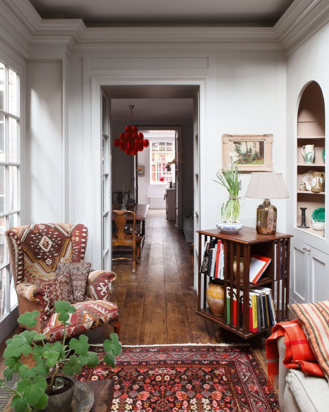 House Garden Magazine On Instagram Georgian Houses In Spitalfields Rarely Become Available So When The Owner Of Th In 2020 Decor House Interior Cheap Office Decor