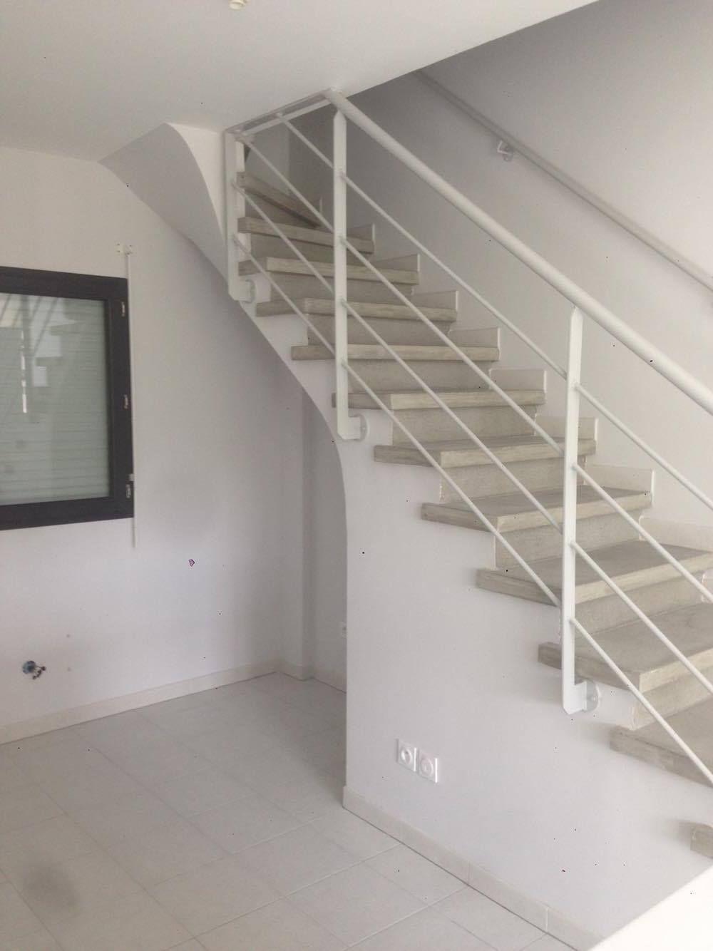 escalier 1 4 tournant gris nez de marche carr garde corps m tallique vo te pl tr e. Black Bedroom Furniture Sets. Home Design Ideas