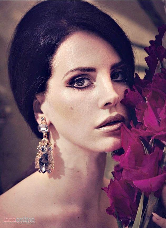 Lana Del Rey for Obsession magazine, December 2012. Photograph by Sofia Sanchez & Mauro Mongiello.