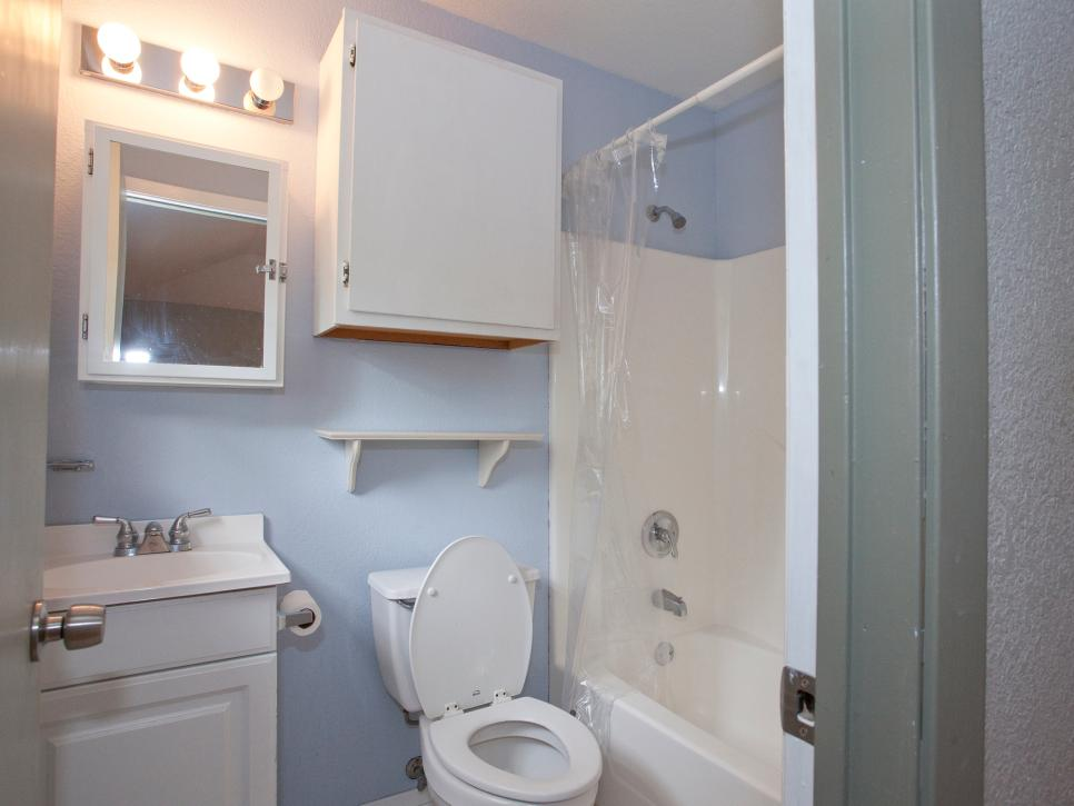30 Small Bathroom Before And Afters Hgtv Small Bathroom Makeover Small Bathroom Bathroom Makeover