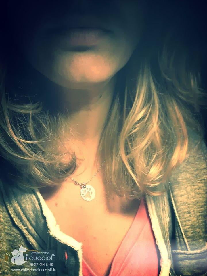 Porta sul cuore il ciondolo in #argento con le zampine di #Collezione i Cuccioli.