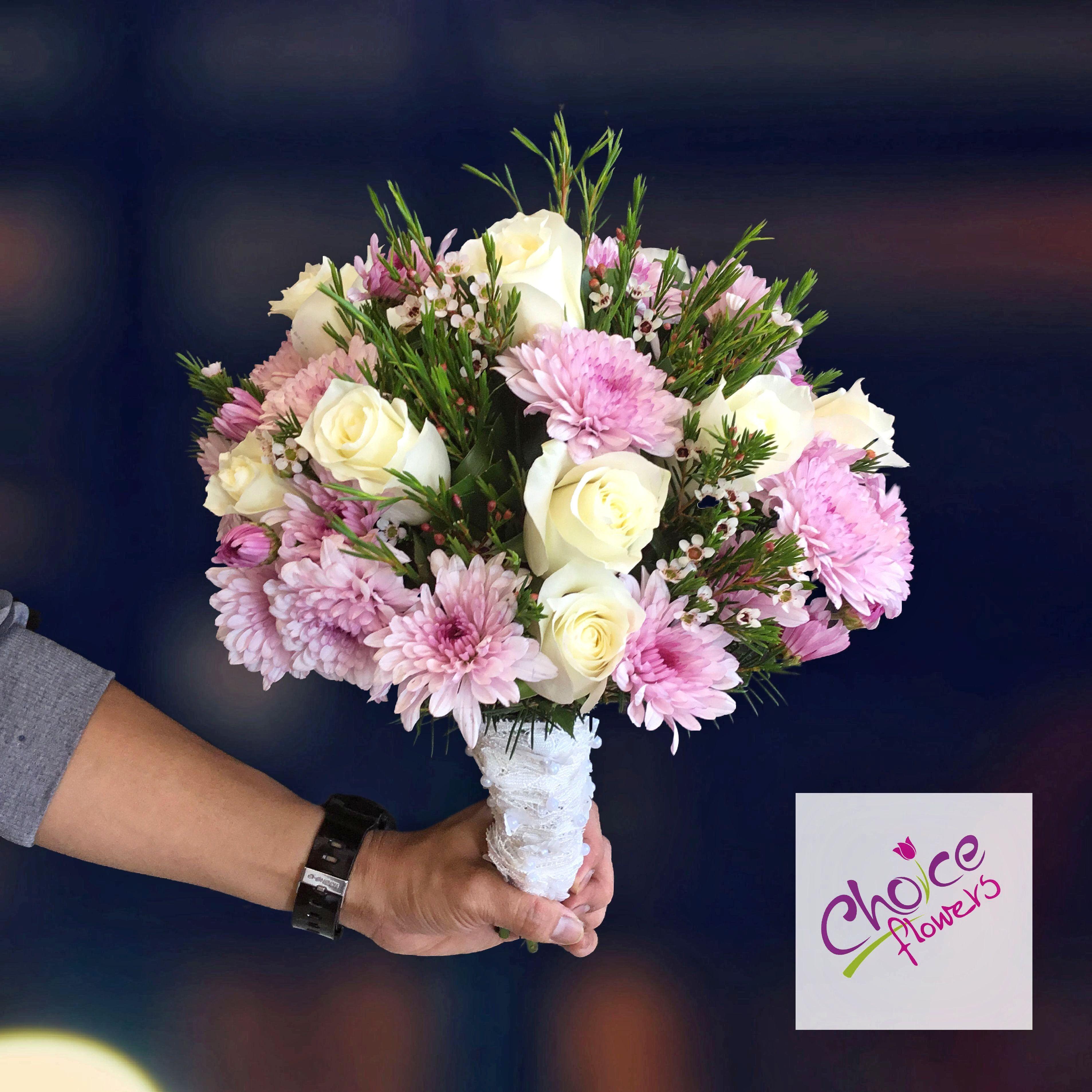 Royal Beauty Flowers Whiteroses Pinkflowers Roselovers Beautifull Floralperfection Flowerarr Flower Delivery Flower Shop