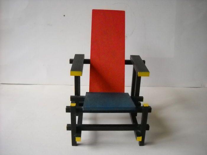 Miniatuur Rietveld Stoel : Online veilinghuis catawiki rietveld stoel miniatuur rood