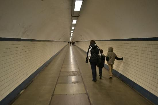 Walk under the river in Antwerp    The tunnel