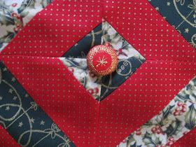 10 Minute Table Runner Meets Tube Quilting Variation Tutorial Uploaded 10 Minute Table Runner Table Runners Christmas Table Runner