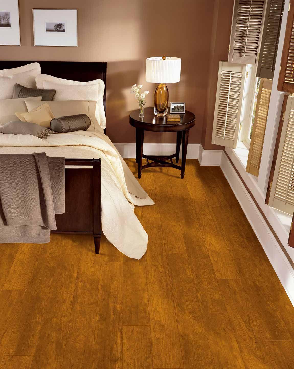 BedroomClassic TraditionalWood LookMedium Red oak