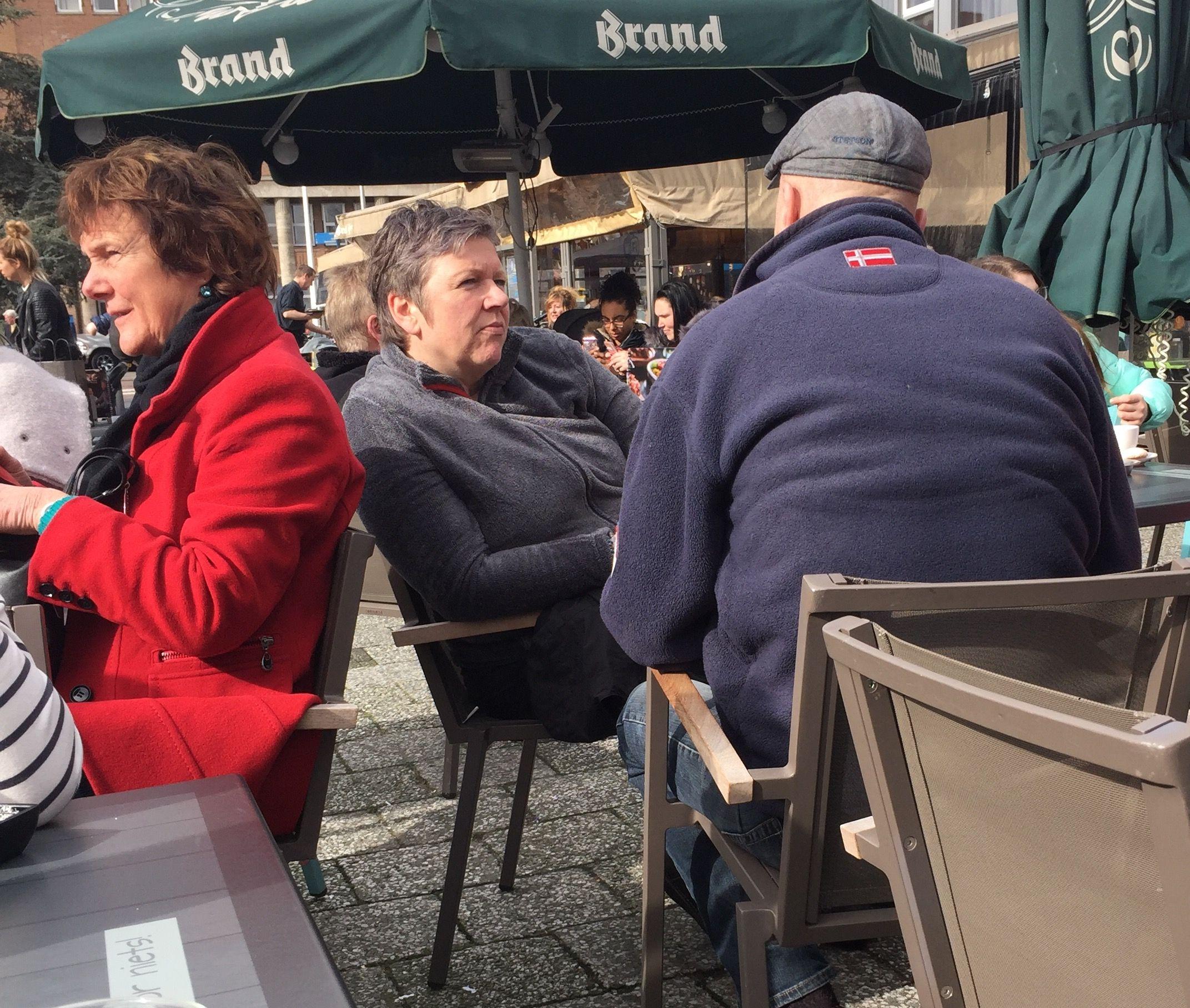 After... na de demonstratie #stilte op terras van #Stravinsky #Hengelo #ikstavoor zaterdag 4 maart 2017 (nog één te gaan: zaterdag 11 maart)