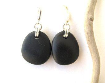 Basalto y Wishbone playa piedra pendientes de perlas