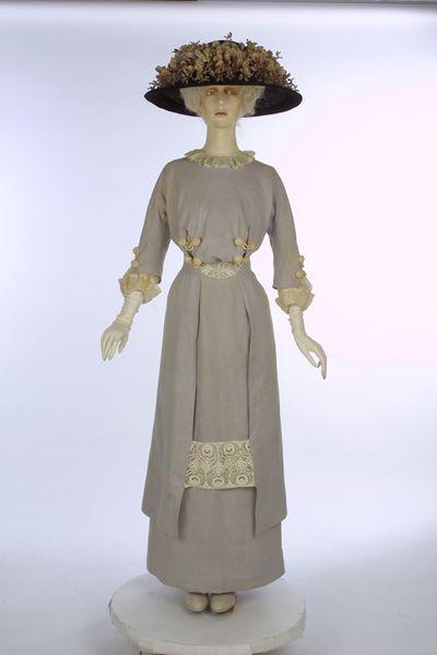 Dress | United Kingdom | 1909-1910 | linen, net, cotton | Victoria & Albert Royal Museum | Museum #: T.23&A-1960