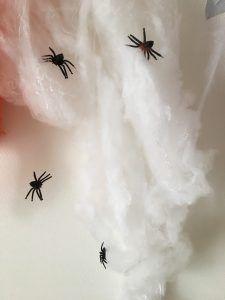 100均の蜘蛛の巣ディスプレイでハロウィン英語ゲーム 簡単楽しい