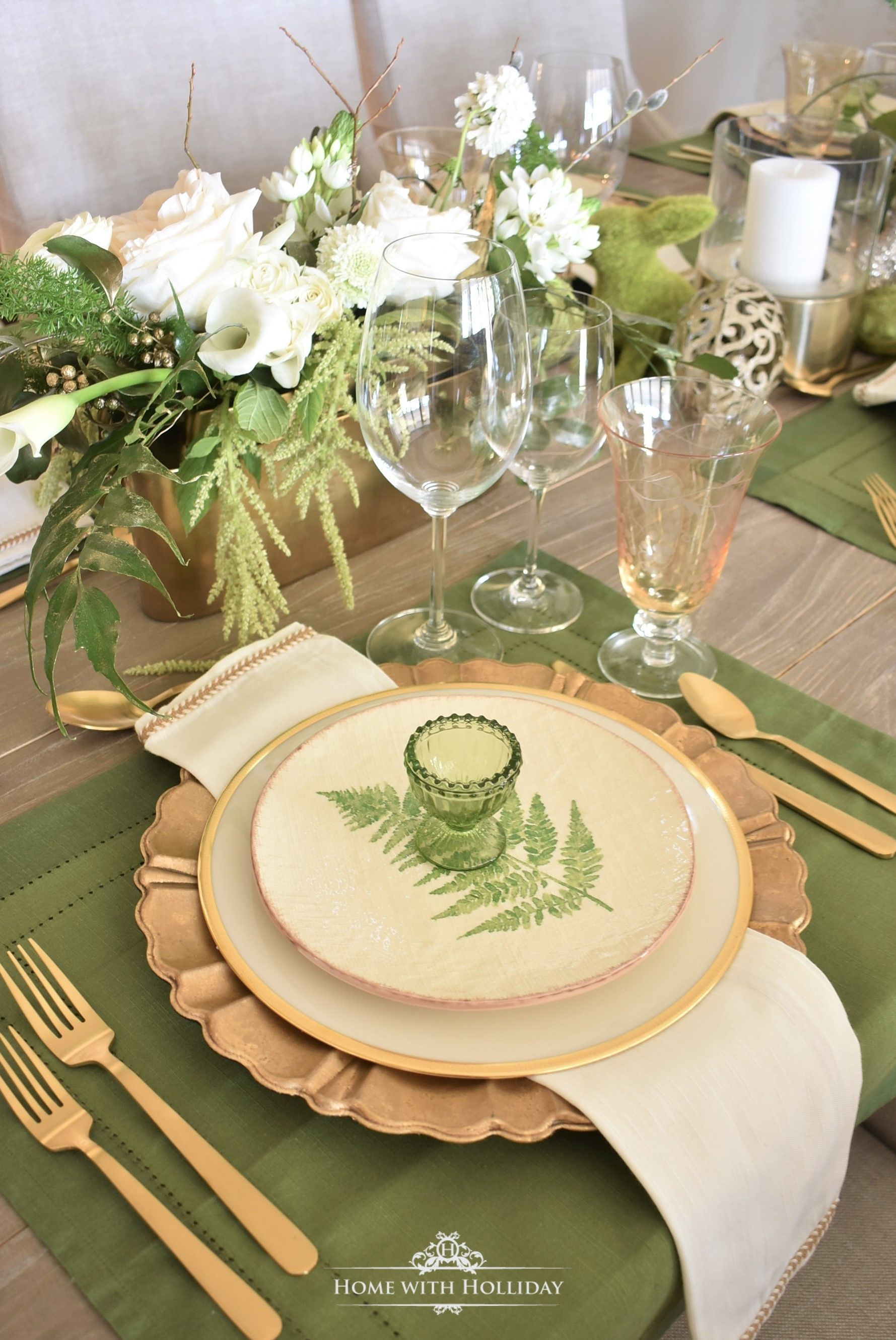 Dinner Table Decor Everyday Gold Table Settings Everyday Gold Dinners Dinnertoni In 2020 Easter Table Settings Shabby Chic Table Settings Table Settings Everyday