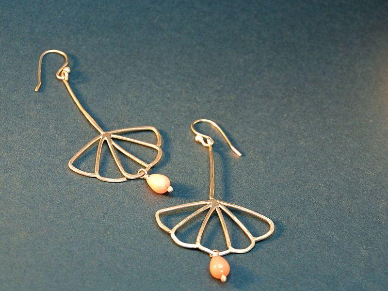 Ohrhänger LOTUS aus 925er Silber mit Koralle von Ikebana Gems by Gin&Ginger auf DaWanda.com